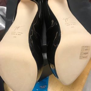 Peep toe size 40 heels